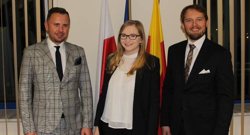 polityka, Stabilna koalicja młody zarząd - zdjęcie, fotografia