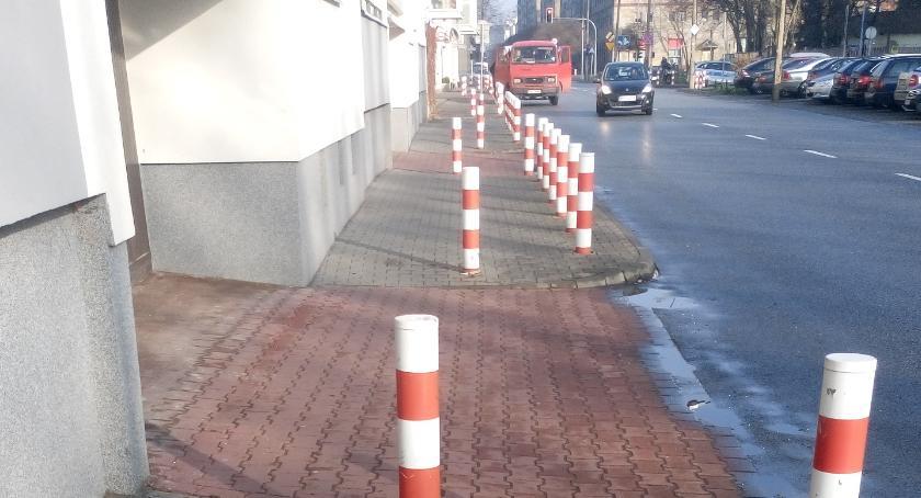 ulice, Słupki zmieni znikną - zdjęcie, fotografia