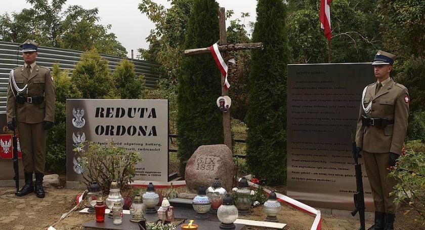 Rocznica obrony Reduty Ordona. Warta honorowa.