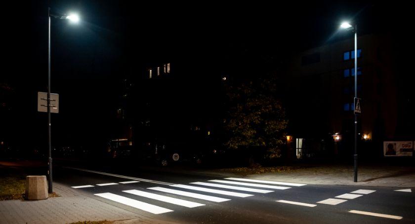 ulice, Będzie jaśniej przejściach pieszych - zdjęcie, fotografia