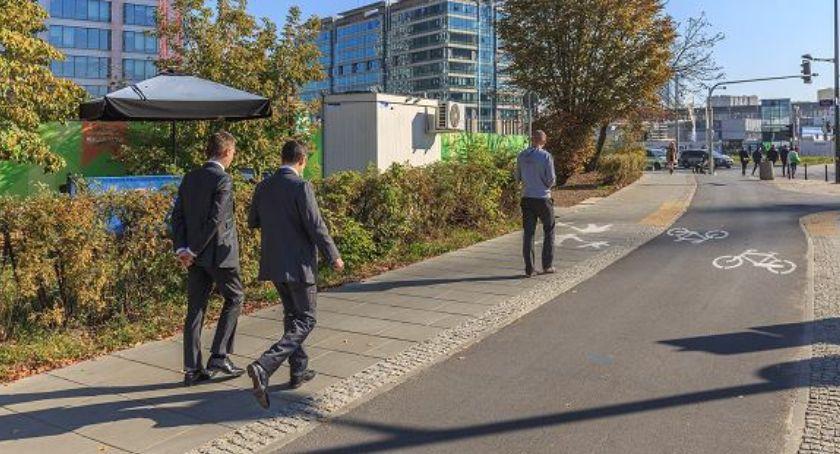 urządzenia publiczne, Będą chodniki pochłaniające - zdjęcie, fotografia