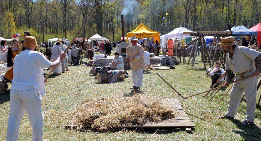 imprezy plenerowe, Majówka tradycyjnie ludowo wielokulturowo - zdjęcie, fotografia