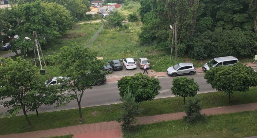 parkowanie, Ośrodek Kultury Muzułmańskiej mieszkańcy proszą interwencję - zdjęcie, fotografia
