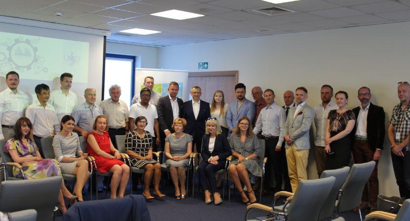 Handel i usługi, Prezes włochowskim Ratuszu podczas spotkania przedsiębiorców - zdjęcie, fotografia