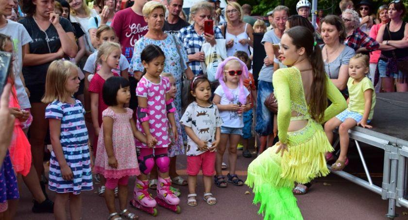 imprezy plenerowe, Ochota tańczy śpiewa - zdjęcie, fotografia