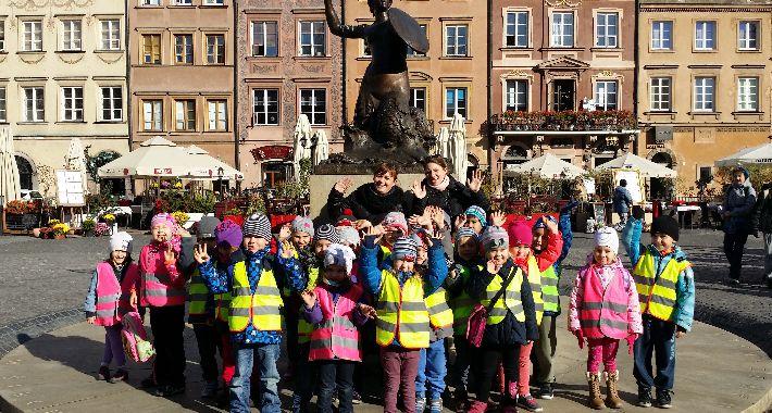 szkolnictwo, Przedszkolaki wizytą warszawskiej Syrenki - zdjęcie, fotografia