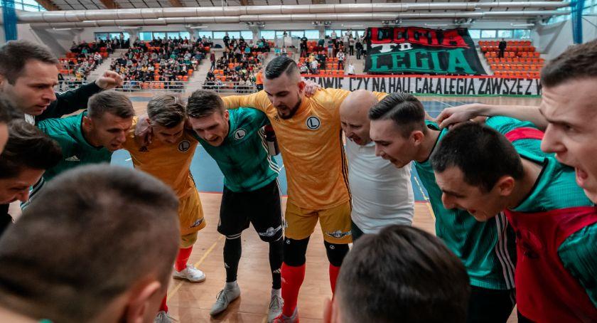 sport, Zdecydowane zwycięstwo piłkarzy Legii Warszawa Gładkiej - zdjęcie, fotografia