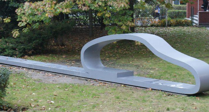 plastyka, Rzeźba Jubileusz lecia szkoły samochodowej - zdjęcie, fotografia
