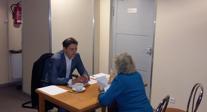konsultacje, Mieszkańcy rozmawiają swoim burmistrzem - zdjęcie, fotografia