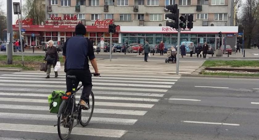 """Bezpieczeństwo, Radny Gawryś rowerowy """"król"""" chodników przejść pieszych - zdjęcie, fotografia"""
