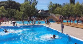 OSiR Ochota zaprasza do korzystania z odkrytej pływalni w parku szczęśliwickim.