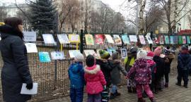 Przedszkolaki rozświetlają Plac Baśniowy