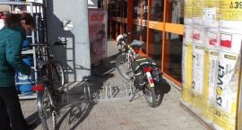 Pojawiające się i znikające stojaki rowerowe.
