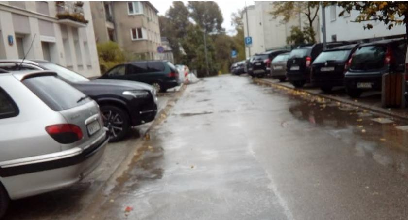 Ulica Belgijska – utrapienie dla pieszych. Chcesz do Morskiego Oka? Uważaj, bo się wywrócisz!