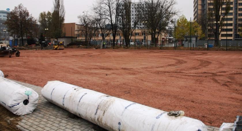 Będzie nowe boisko na Mokotowie – przy LO na Marynarskiej 2/6. Również dla mieszkańców?