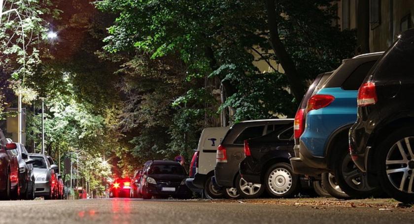 Mokotów w czołówce dzielnic nielegalnego parkowania samochodów
