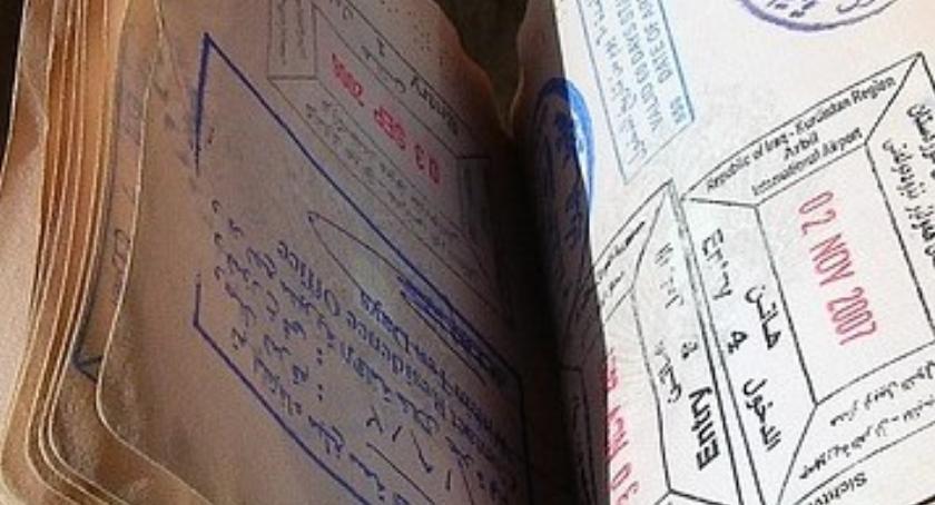 Wietnamczyk poszukiwany listem gończym chciał kupić komórkę na fałszywy paszport
