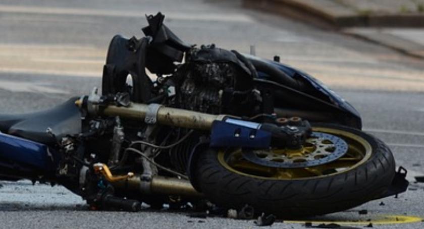 Nieudana nauka jazdy: na ulicy Batorego motocyklista zderzył się ze szkoleniowym hyundaiem…