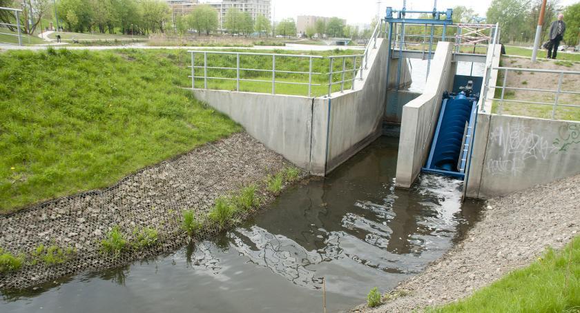 Na jazie przy ujściu ze Stawu Służewieckiego powstała mała elektrownia wodna