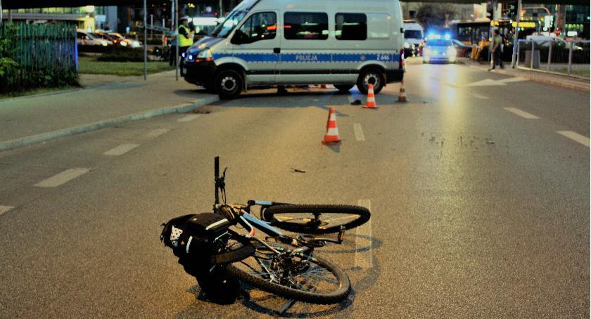 Zmarła rowerzystka, która zderzyła się z oplem w okolicach Ronda Unii Europejskiej