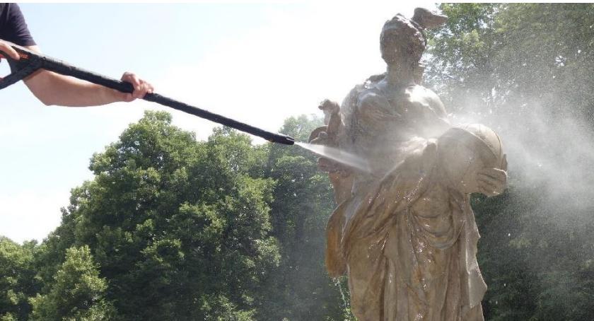 Zarząd Zieleni m.st. Warszawy zakończył czyszczenie 85 posągów w stołecznych parkach…