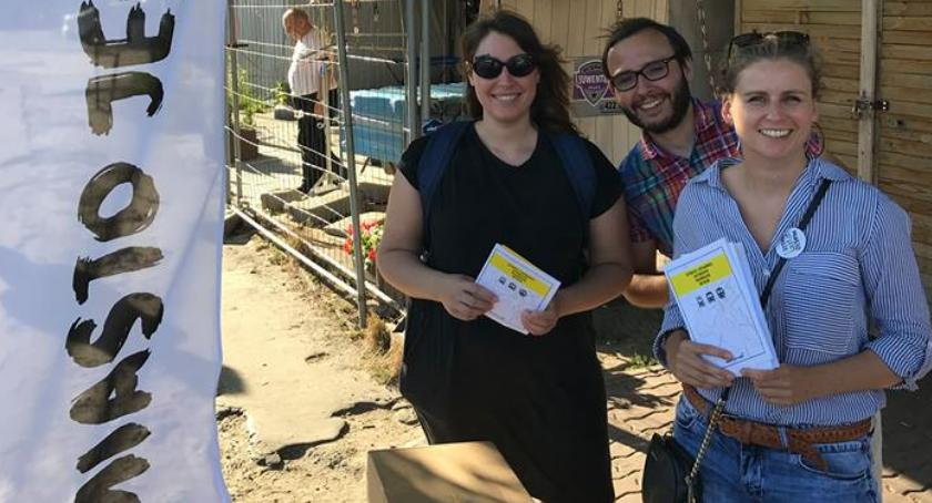 Wspieramy MJN Mokotów. Stoją przy metrze Wilanowska i zbierają podpisy pod ważną petycją!
