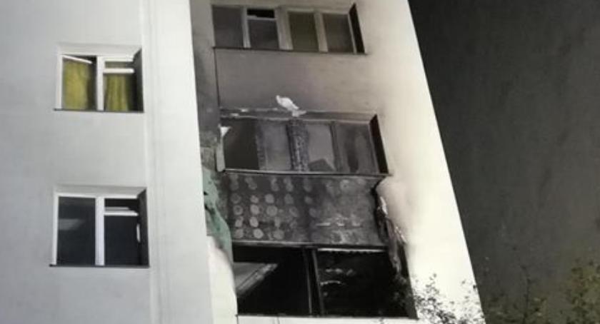 Pożar przy ul. Katalońskiej: jedna z osób będących w palącym się mieszkaniu - zmarła