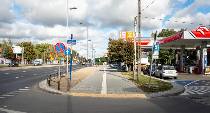Odbyliśmy spacer nowymi chodnikami ulic Powsińskiej i Wiertniczej. Super! Warto było…