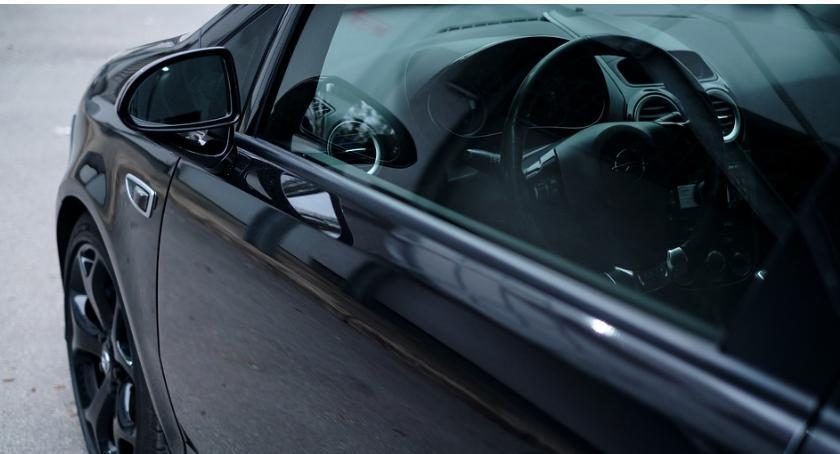 Nie do wiary, a jednak… 101-latek na Moście Siekierkowskim prowadził auto i… zasłabł?