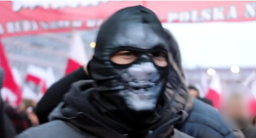 Ten facet lżył kobietę na Marszu Niepodległości groźbami karalnymi. Ktokolwiek wie...