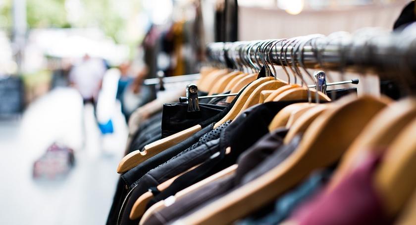 """Policjanci, robiąc zakupy, po pracy, zatrzymali """"przy okazji"""" trzy złodziejki odzieży"""