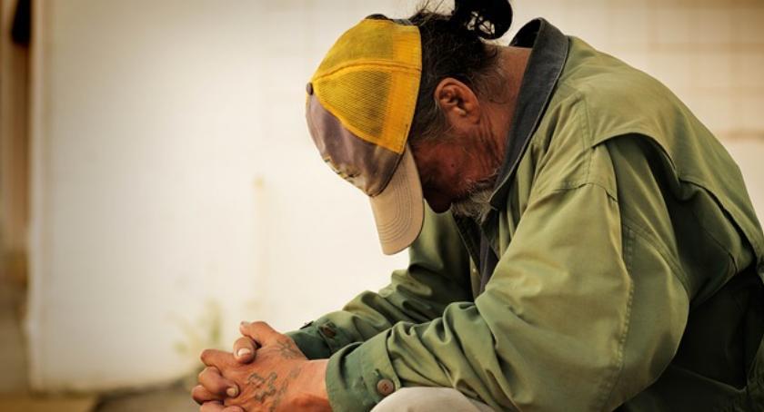 Bezpieczeństwo, Panuje mróz zwróćmy uwagę bezdomnych - zdjęcie, fotografia