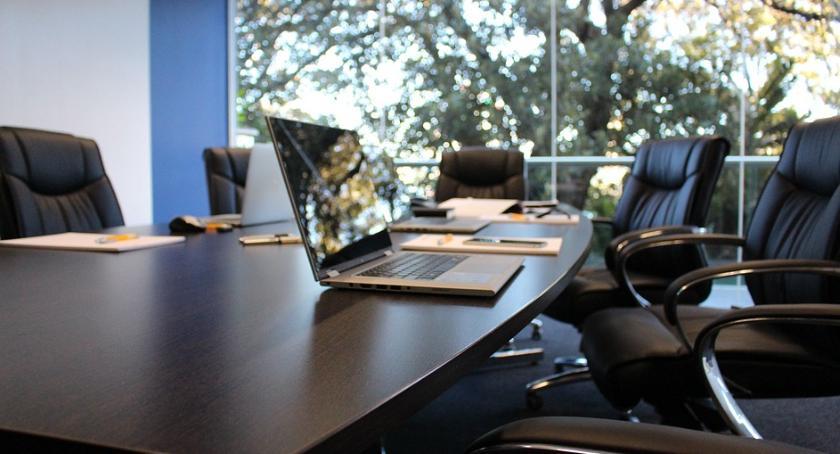 Handel i usługi, Chcesz wynająć biuro Pomyśl pracownikach - zdjęcie, fotografia