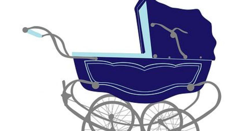 Bezpieczeństwo, Niemal wpadła dzieckiem tramwaj - zdjęcie, fotografia