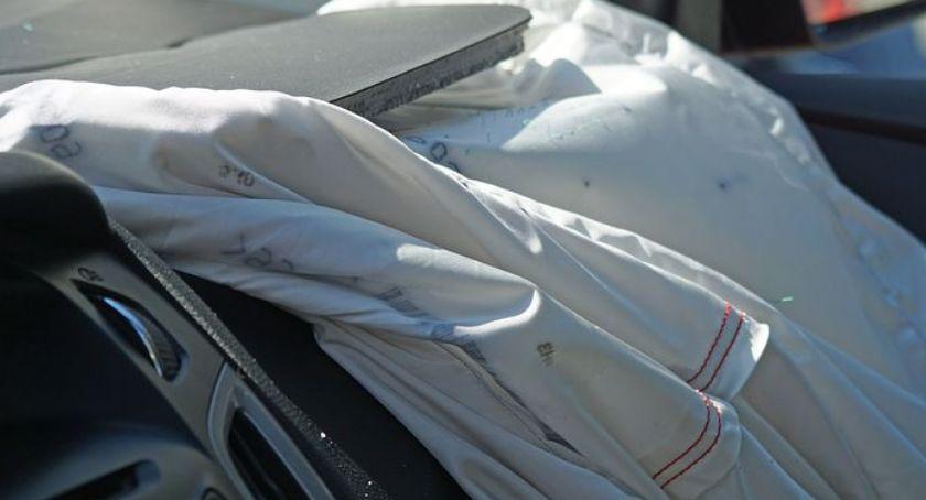 Wypadki, Zderzenie dwóch samochodów - zdjęcie, fotografia