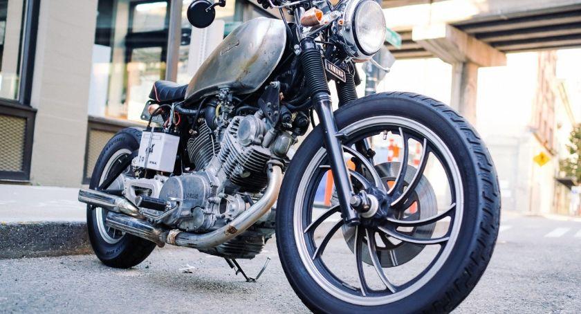 Wypadki, Motocyklista ucierpiał wypadku - zdjęcie, fotografia