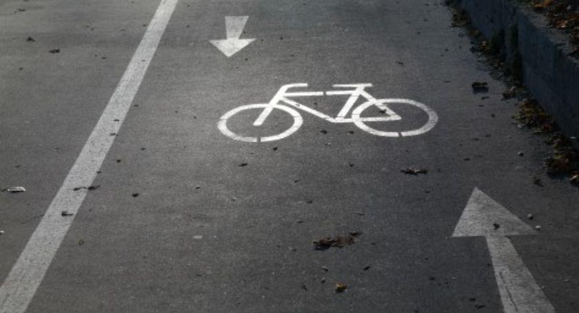 Rower, Odcinek nowej ścieżki rowerowej wyłączony użytkowania - zdjęcie, fotografia