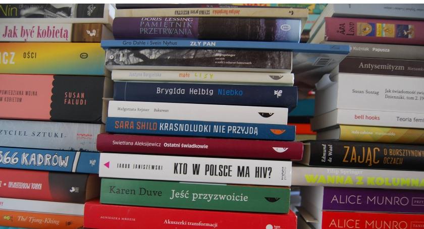 Literatura, Mokotów czyta książki dyskutuje… zawzięcie! - zdjęcie, fotografia