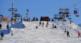 Górka Szczęśliwicka na ferie – z Mokotowa daleko nie jest, a dziecko nauczy się jeździć na nartach
