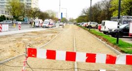 Nowa ścieżka rowerowa na ul. Batorego buduje się i buduje…