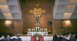 Nabożeństwo rezurekcyjne z procesją w parafii NMP Matki Kościoła w Niedzielę Wielkanocną