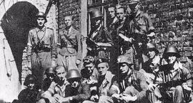 Dramatyczne walki powstańcze na Mokotowie: zwycięskie boje i nieuchronna kapitulacja