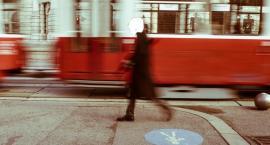 Róg Puławskiej i Odyńca starsza kobieta potrącona przez tramwaj. Żyje! Druga zemdlała…