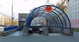 Stacja metra Pole Mokotowskie została zaprojektowana jako schron przeciwatomowy, dlatego wind nie ma