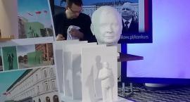 Wyścigi na Służewcu: co ma pomnik Lecha Kaczyńskiego do wczorajszego podpalenia pod PKiN?