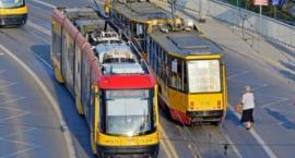 Wjechał nagle pod tramwaj linii nr 18, po czym zwiał, a jedna z pasażerek została ranna