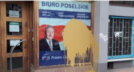 Biuro Poselskie PiS przy ul. Puławskiej oblane farbą. Sprawca incydentu – nieznany