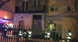 Pożar w bloku przy al. Niepodległości 32/34; zginął 90-letni mężczyzna, jego żona – w szpitalu