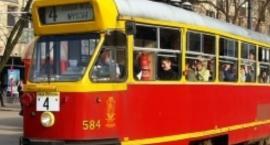 Babcia wypadła z tramwaju nr 4, wnuczka szuka świadków zdarzenia, TW wyjaśnia