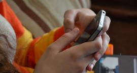 Mokotów wprowadza zakaz używania przez dzieci telefonów komórkowych w czasie letniego wypoczynku